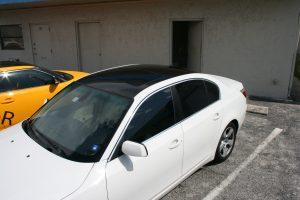 BMW 325 Glossy Black Roof Wrap