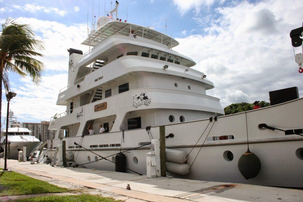 Custom Vinyl Yacht Graphics Lettering Miami Florida Artist - Custom vinyl decals miami